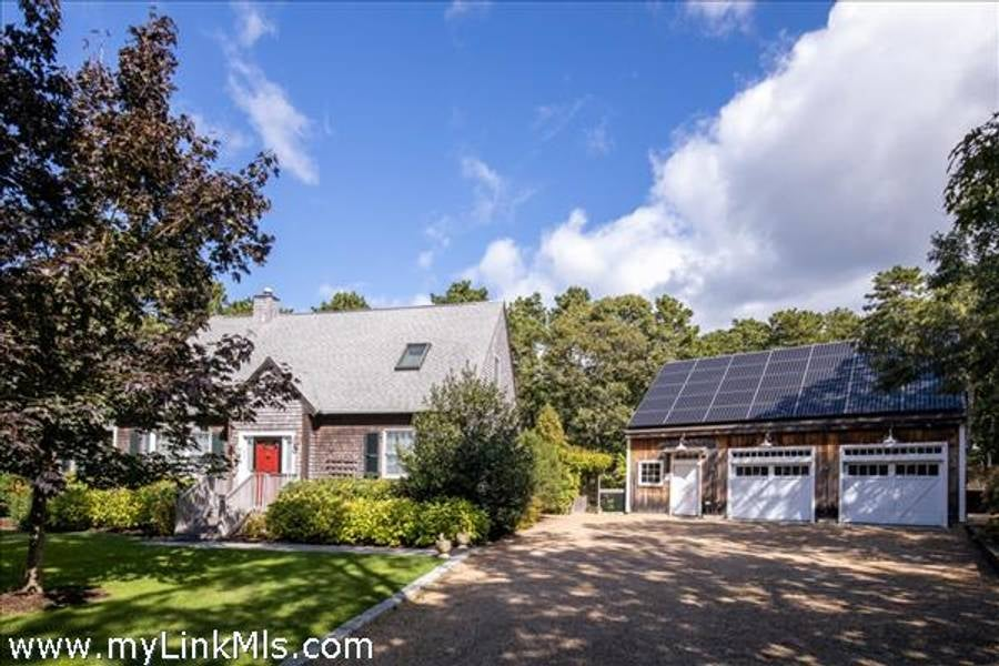 5 Upper Meadow Lane  Oak Bluffs