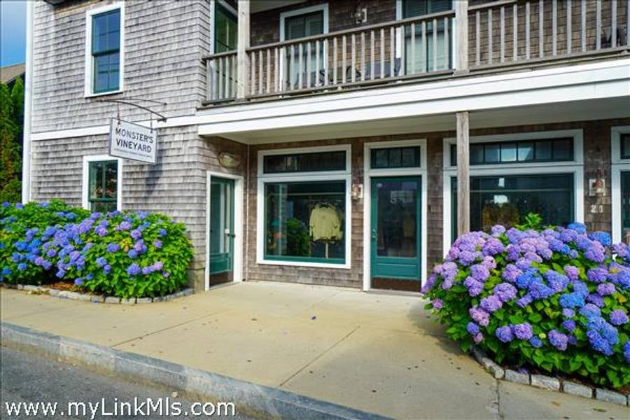 21 Kennebec Avenue 1A Oak Bluffs