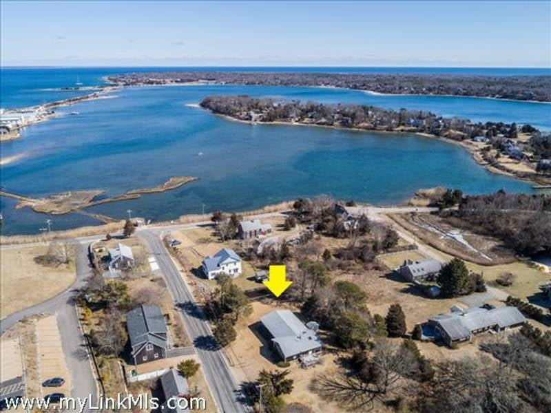 211 Skiff Avenue  Vineyard Haven