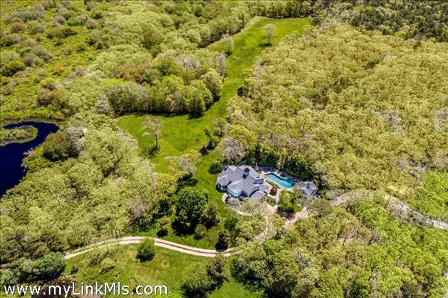 31-and-33 Llewellyn Way  Edgartown