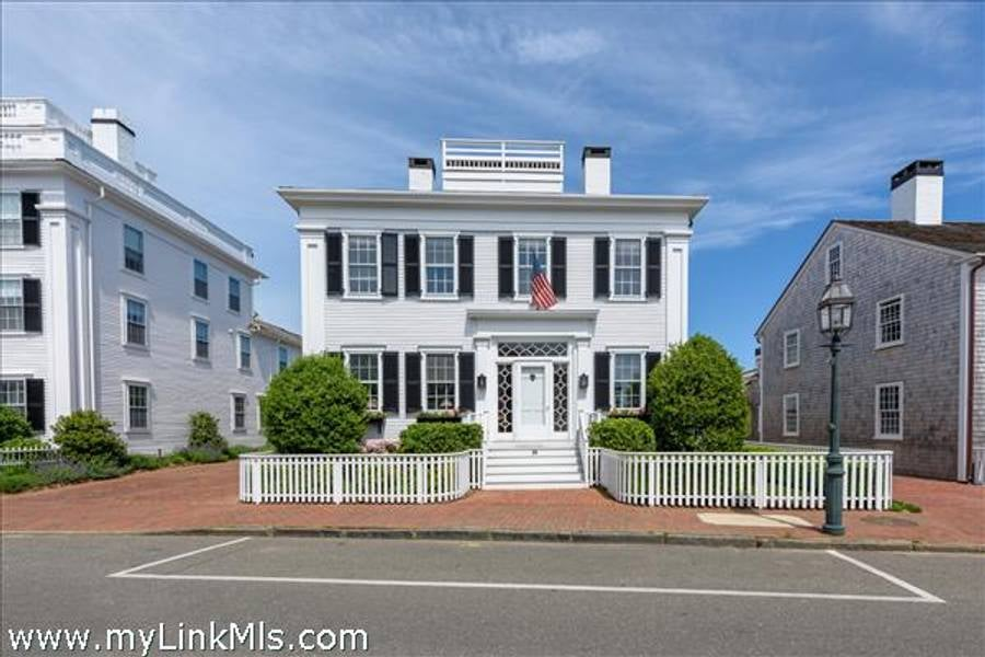 88 North Water Street  Edgartown