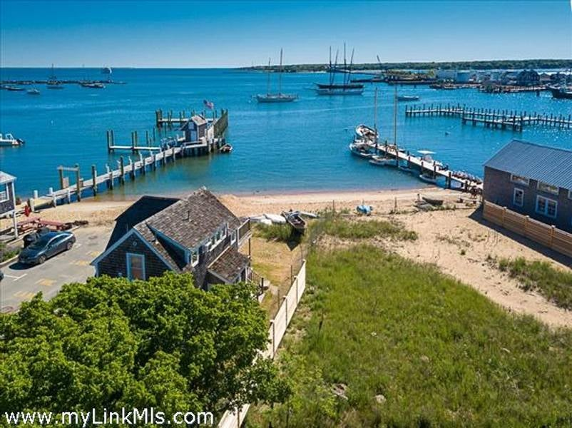 23 Beach Street Extension  Vineyard Haven