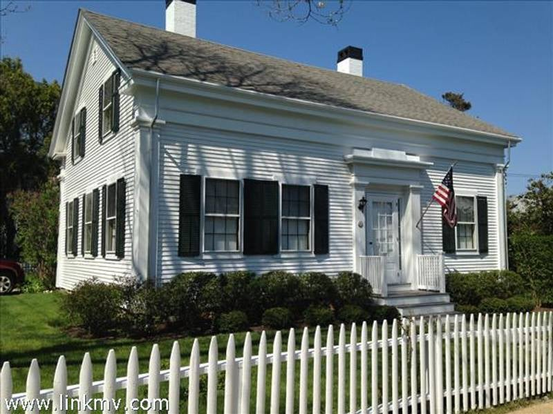 27 Spring Street  Vineyard Haven
